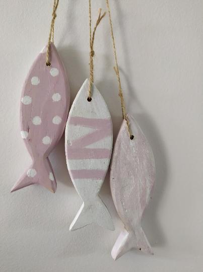 Lot petits poissons roses